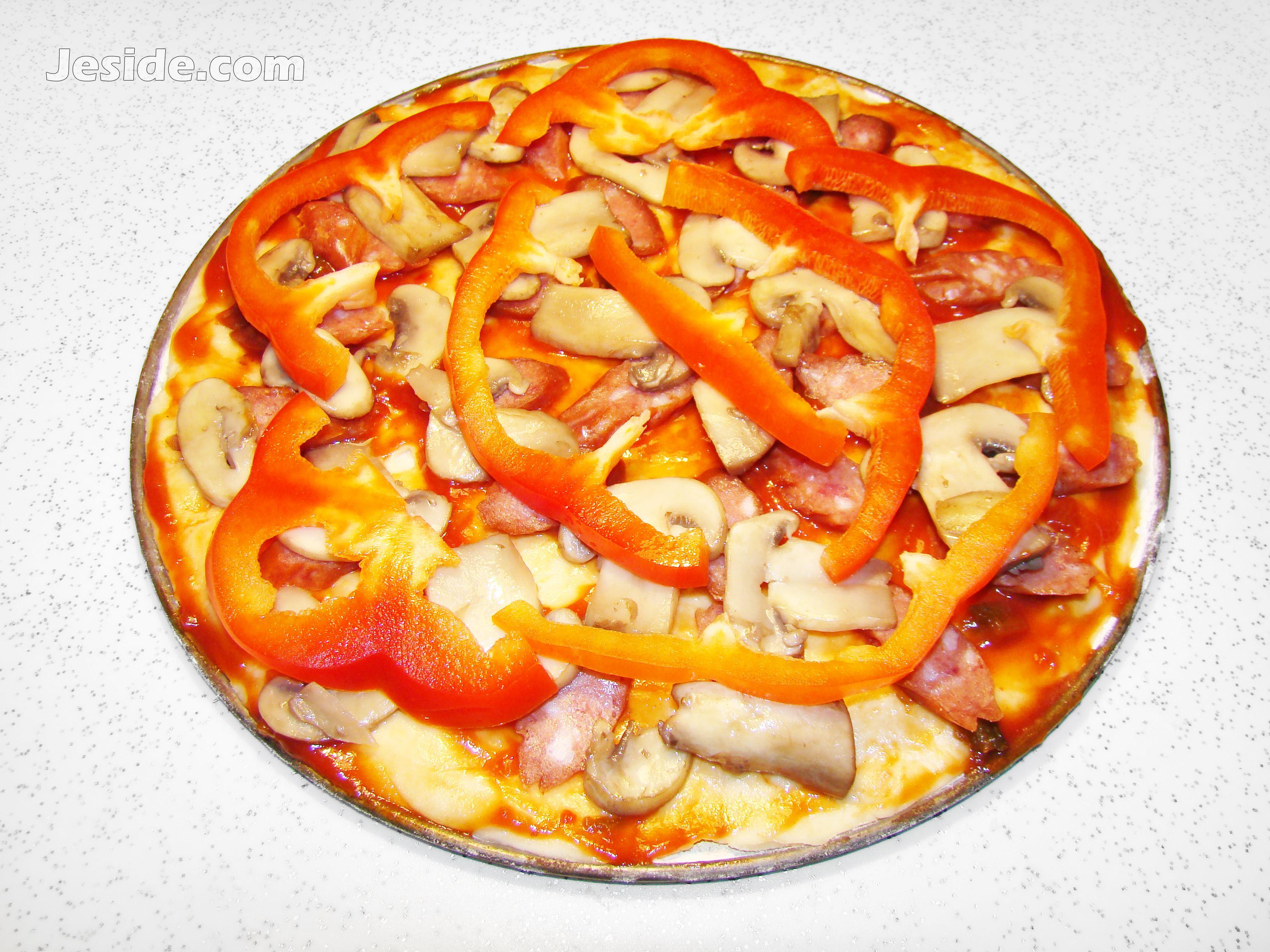 Пицца с луком и колбасой рецепт пошагово