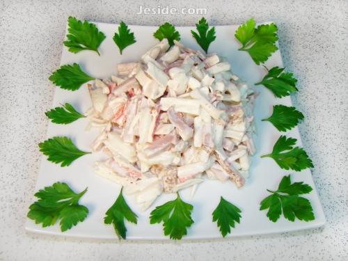 салат с кальмарами и ветчиной, салат из кальмаров, салат из кальмаров рецепты, салат кальмары крабовые палочки, салат с кальмарами рецепт с фото, салаты из кальмаров с фото, салат из сырых кальмаров, крабовый салат с кальмарами, вкусный салат из кальмаров