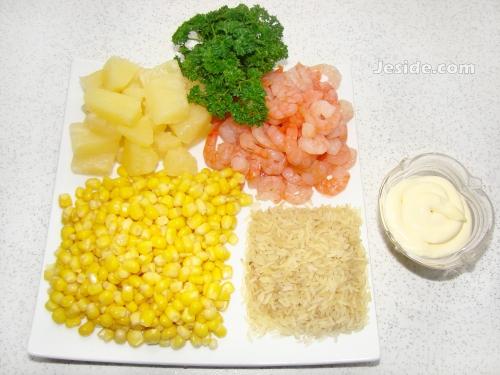 Салат креветки с ананасом